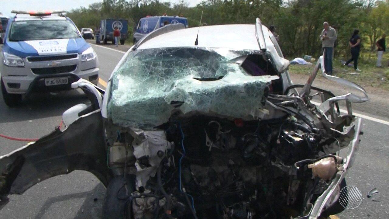 Seis pessoas morrem em acidente entre dois carros na BR-324
