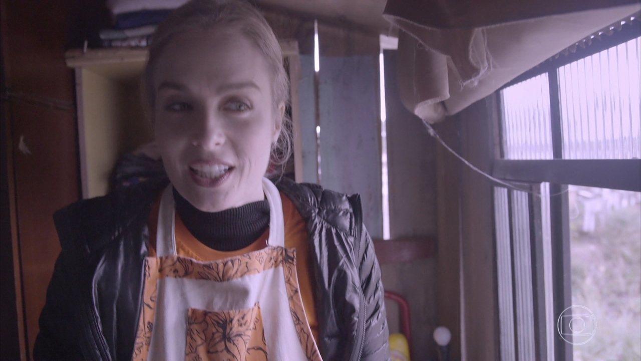 Angélica se impressiona com a condição da casa ajudada pelo projeto