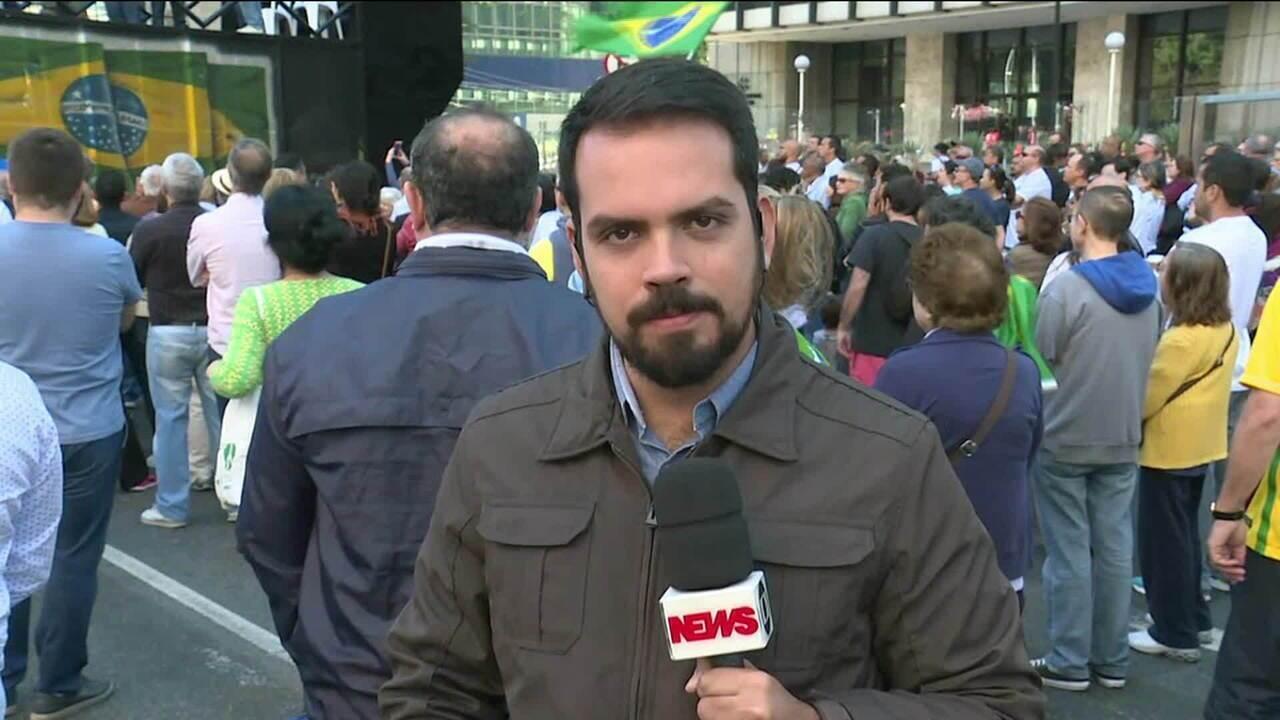 Manifestantes fazem ato pela ética na política e em defesa da Lava-Jato, em SP