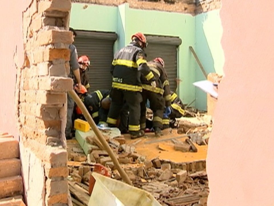 Desabamento de parede deixa homem ferido em Presidente Prudente