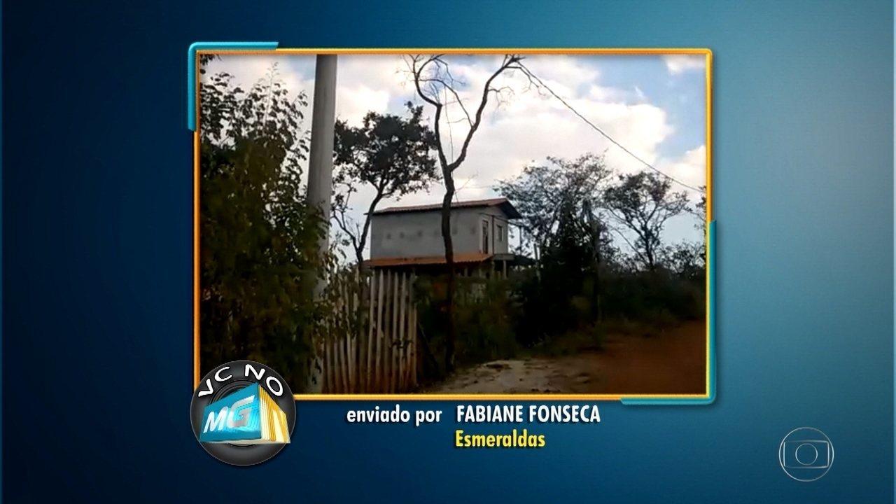 Moradora pede iluminação para rua em Esmeraldas, na Grande BH
