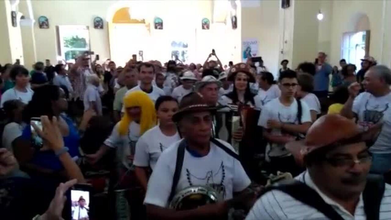 Diferentes gerações de sanfoneiros celebram Luiz Gonzaga em procissão de sanfoneiros no PI