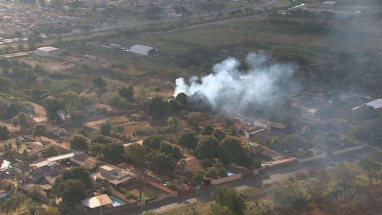 Fogo colocado por moradores em terrenos contribui para a piora da qualidade do ar