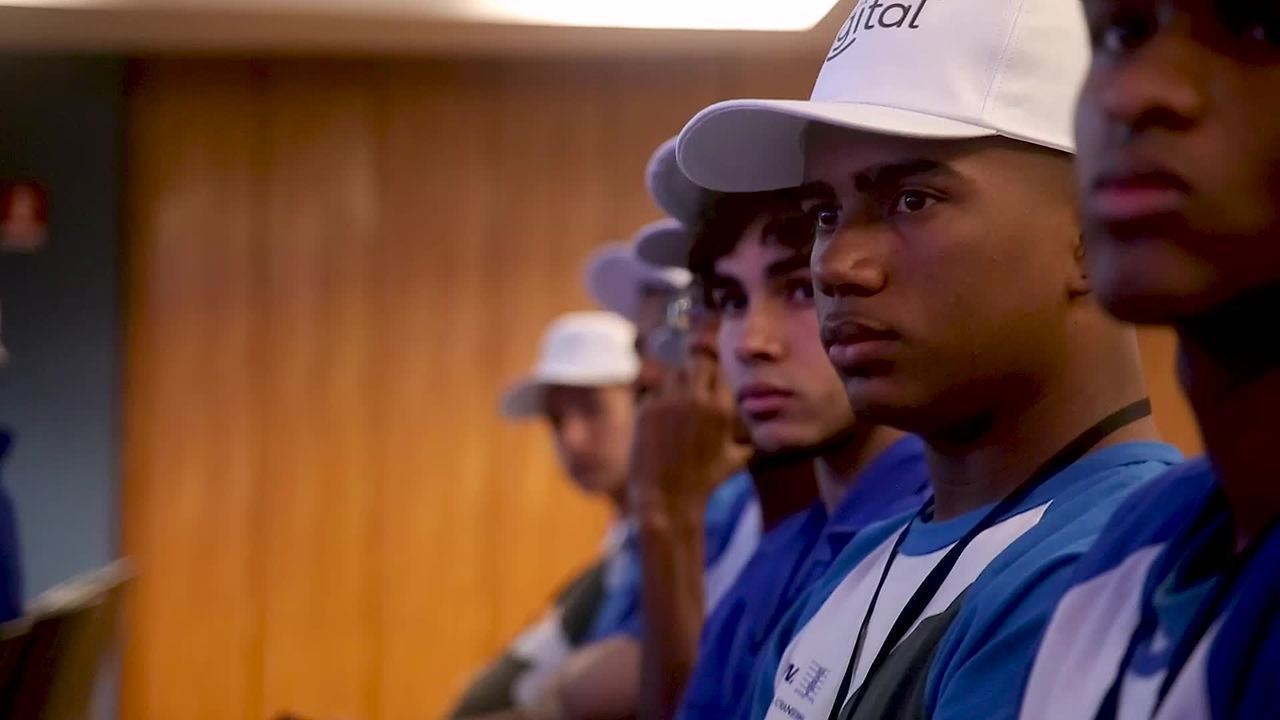 Globo apresenta Patrulha Digital em aula no Rio