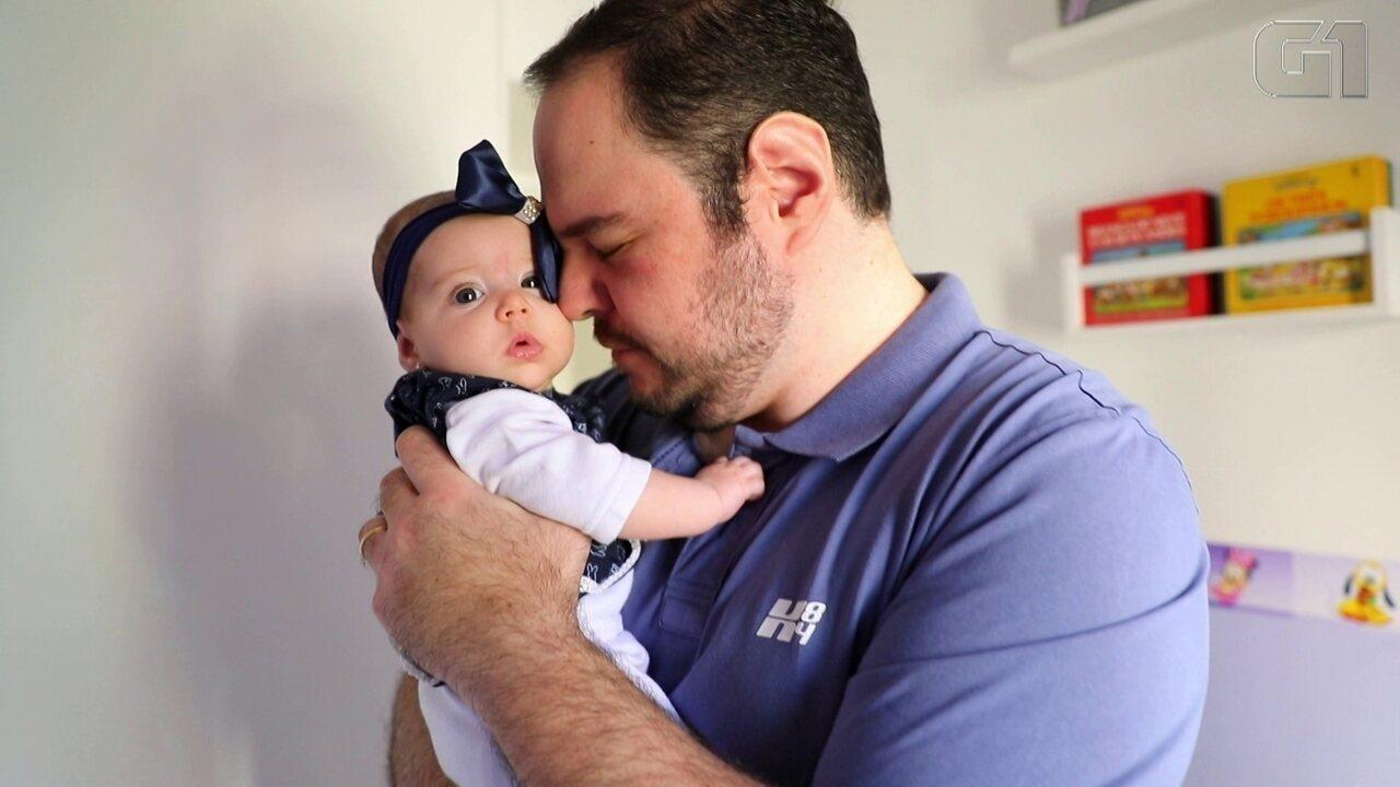 Pais aproveitam licença-paternidade de 20 dias para 'curtir' bebês e dividir tarefas