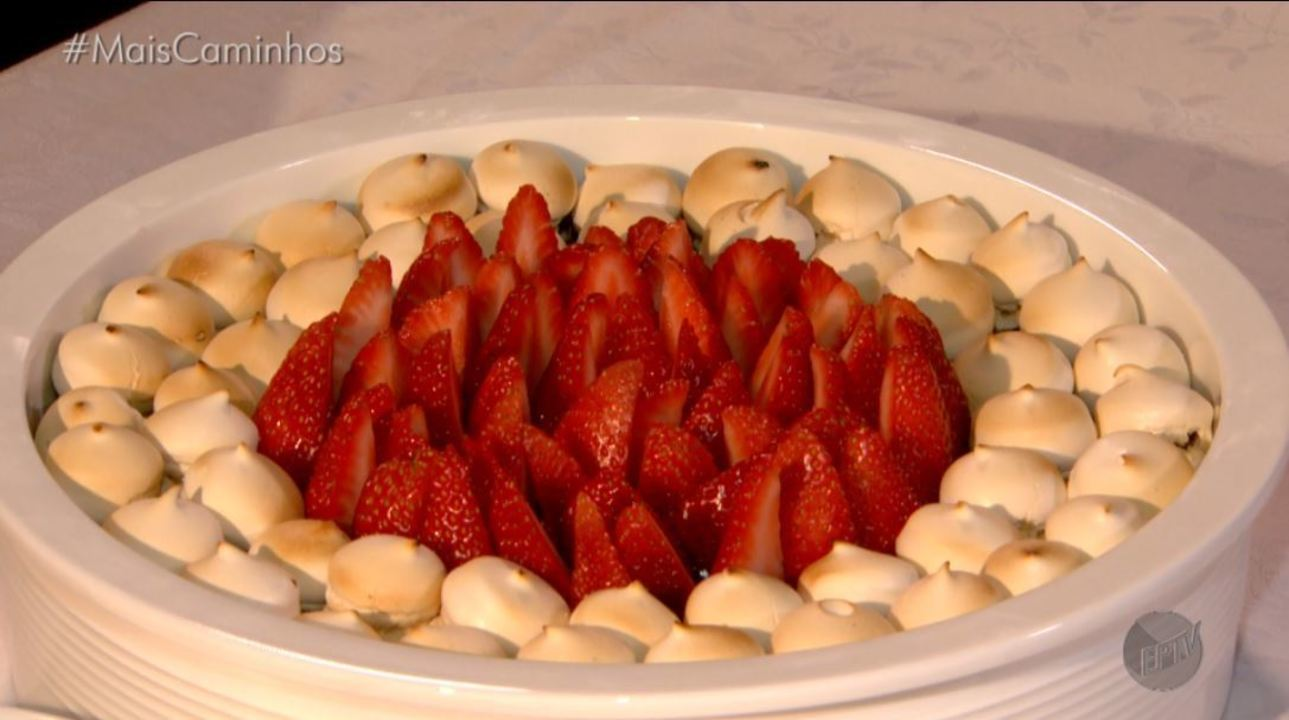 Sobremesa é destaque no 'Segredos da Cozinha': ramequim de morango com chocolate