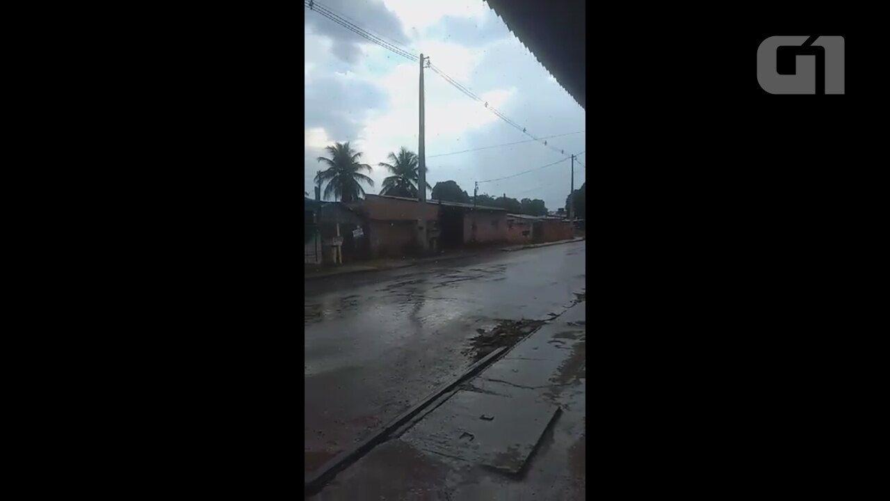Há 60 dias sem chover temporal se forma e chove em local isolado de Porto Velho