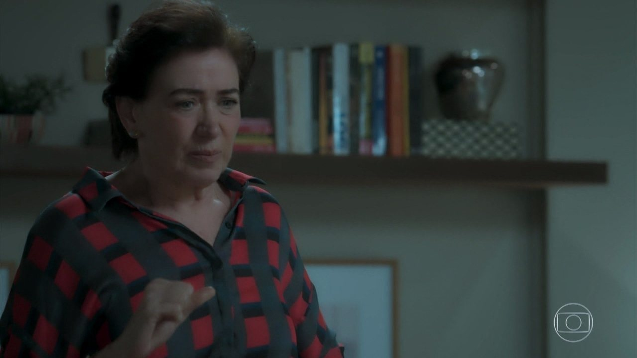 Silvana pede ajuda a Simone para se livrar do vício
