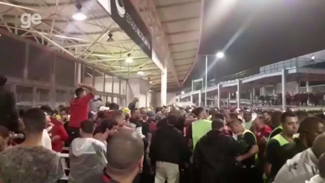 Portões do setor sul são fechados após confusão com torcida do Flamengo