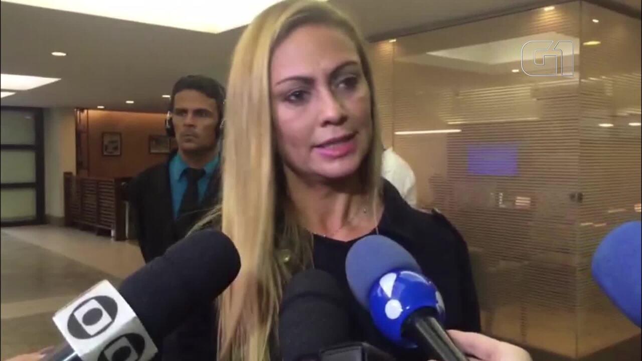 'Ele deu o último suspiro no meu braco', diz viúva de Paulo Silvino