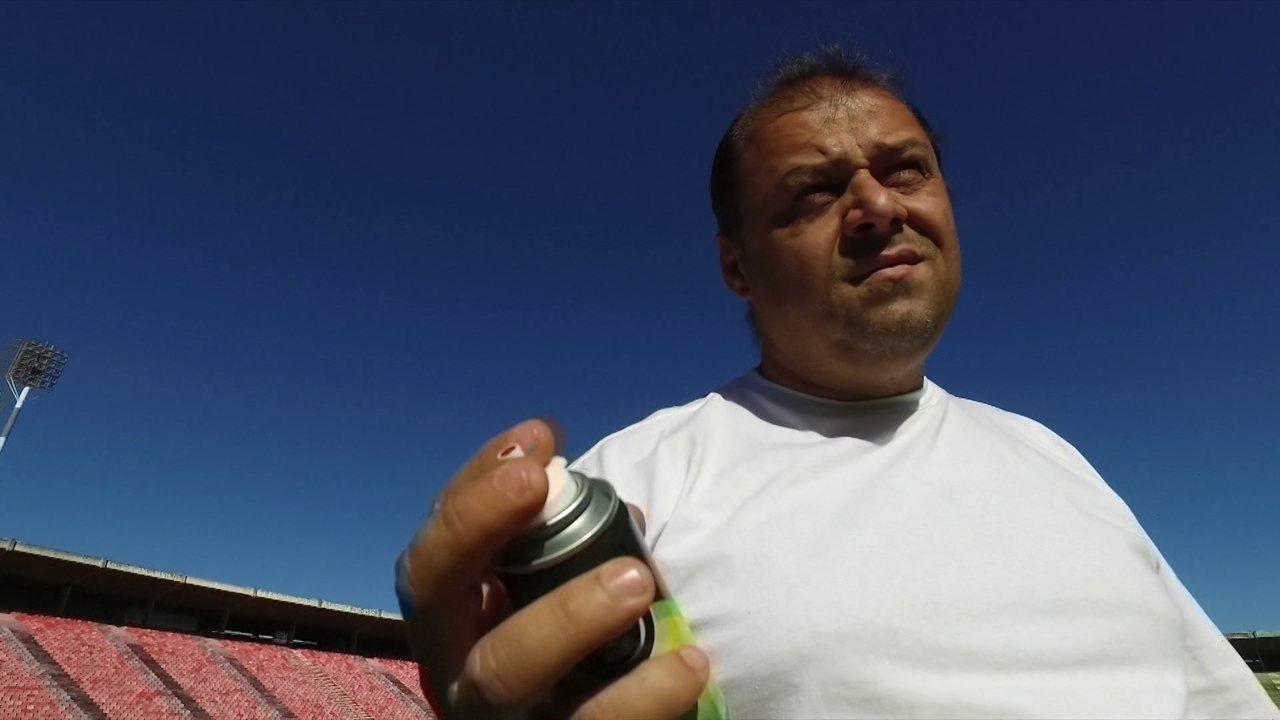 Inventores de spray para marcar linhas em jogos de futebol vivem batalha com a Fifa