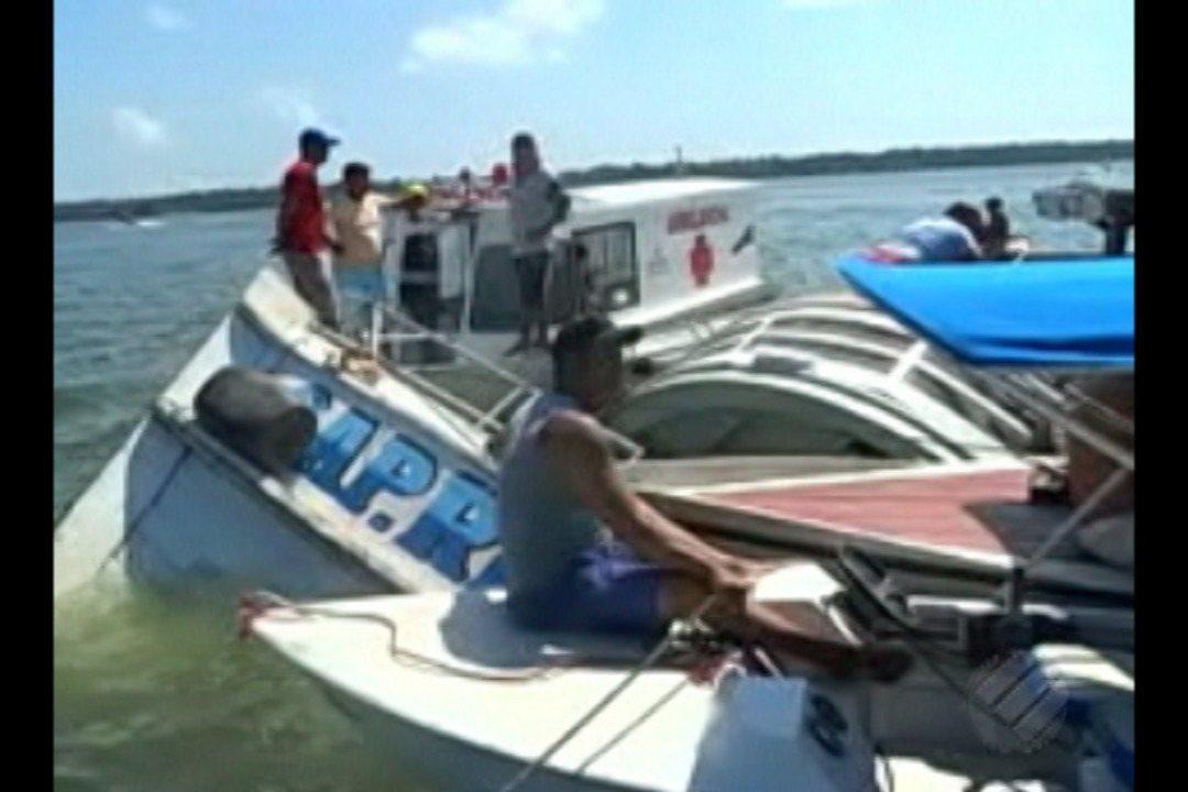 Barco com 70 passageiros naufraga no Brasil