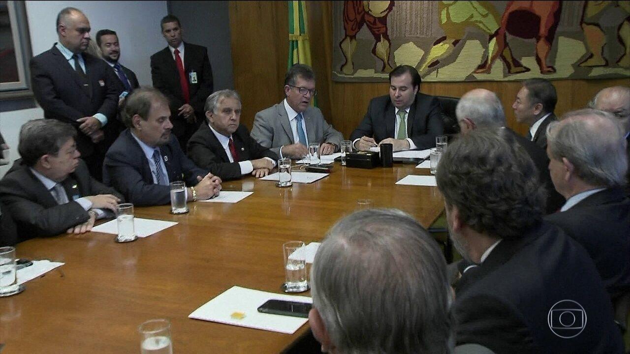 Justiça suspende mais uma vez aumento de imposto sobre combustíveis
