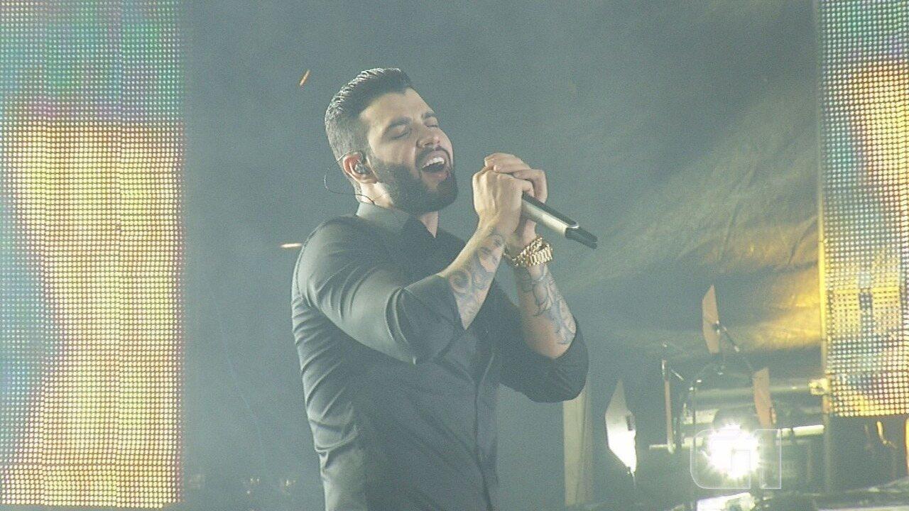 """Gusttavo Lima canta """"Inventor dos Amores"""" no Barretão 2017"""