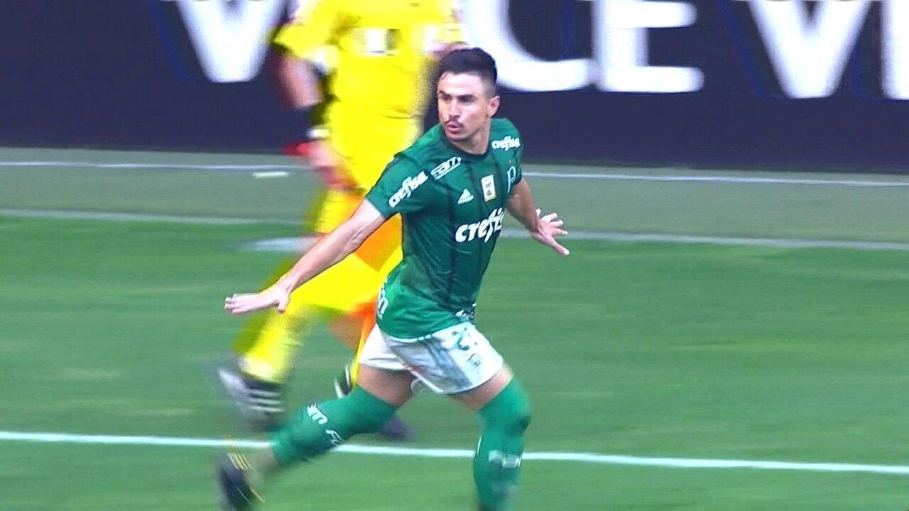Gol do Palmeiras! Michel Bastos cruza, Willian ajeita, bate cruzado e marca, aos 35 do 1º