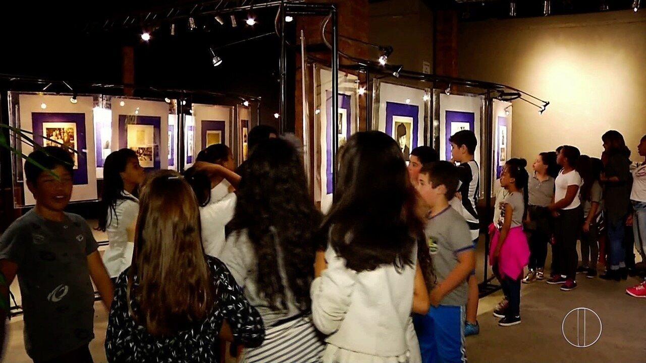 Espaço Inter TV em Nova friburgo, RJ, recebe alunos para exposição sobre Paulo Rónai