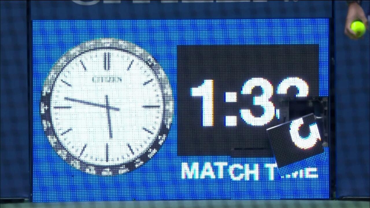 Sharapova quebra relógio da quadra com saque potente no US Open
