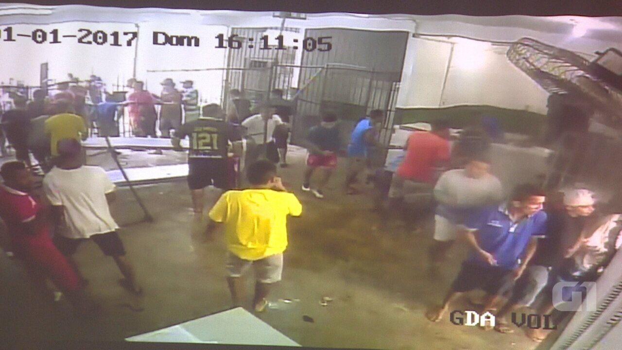Imagens mostram presos do Compaj