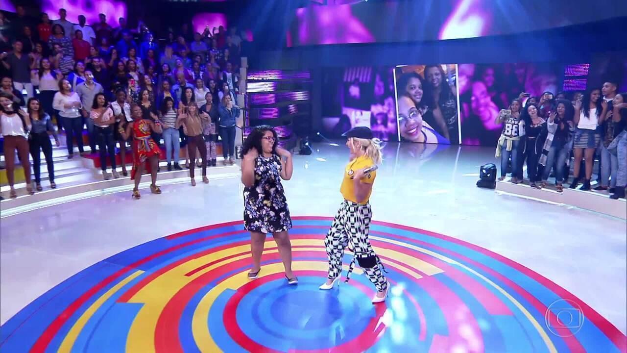 Claudia Leitte canta 'Taquitá'