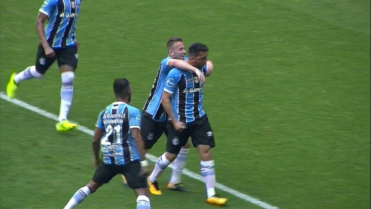 Gol do Grêmio! Edílson solta a pancada e abre o placar, aos 19' do 1º tempo