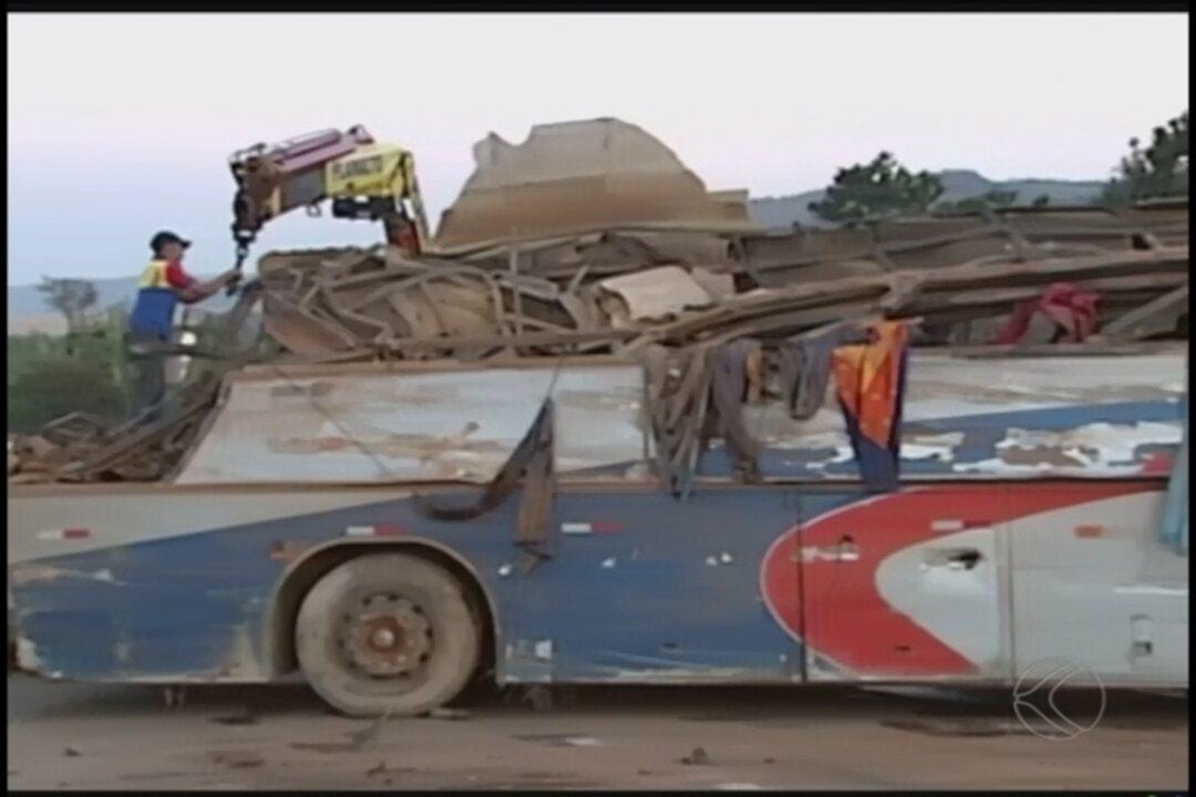 Ônibus de acidente que deixou mortos e feridos na BR-146 estava superlotado, diz polícia