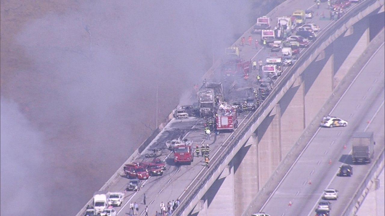 Impressionante e exclusivo: imagens do acidente com 36 veículos em SP