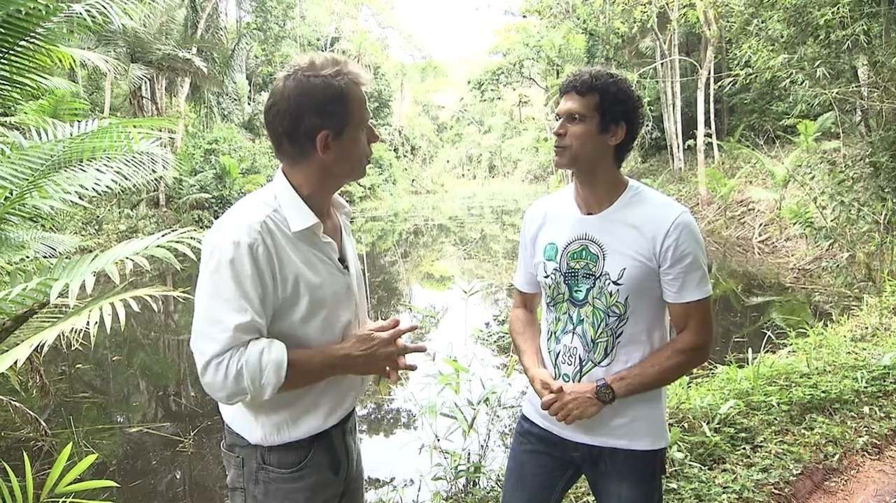 Jackson Costa e o paisagista Christoph Fikenscher fazem passeio em jardim de Nilo Peçanha