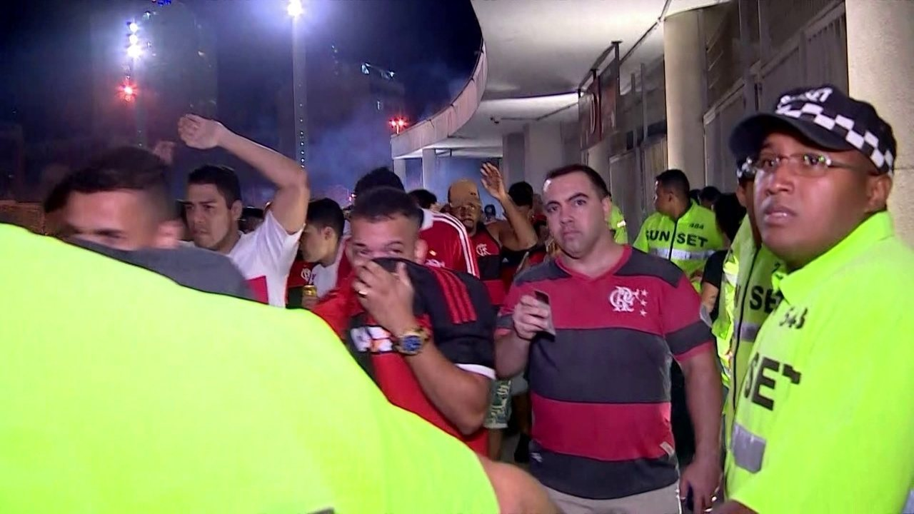 Confira confusão fora do Maracanã antes de Flamengo x Cruzeiro