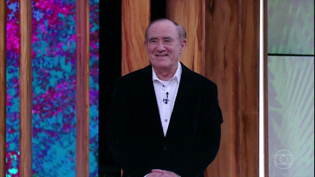 Renato Aragão é aplaudido de pé por plateia do 'Conversa com Bial'