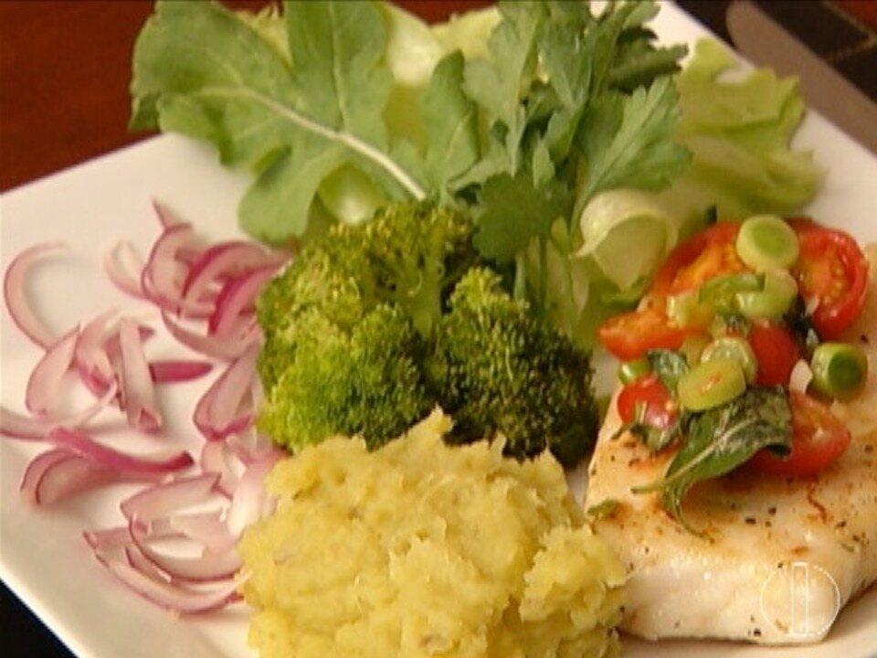 Quadro 'Segredos & sabores' ensina receita de peixe grelhado que associa bom gosto e saúde