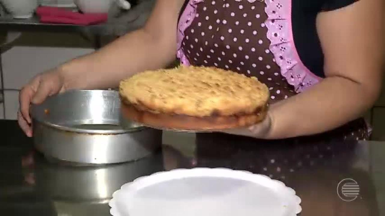 Aprenda a preparar uma receita de bolo alemão, a cuca fresca