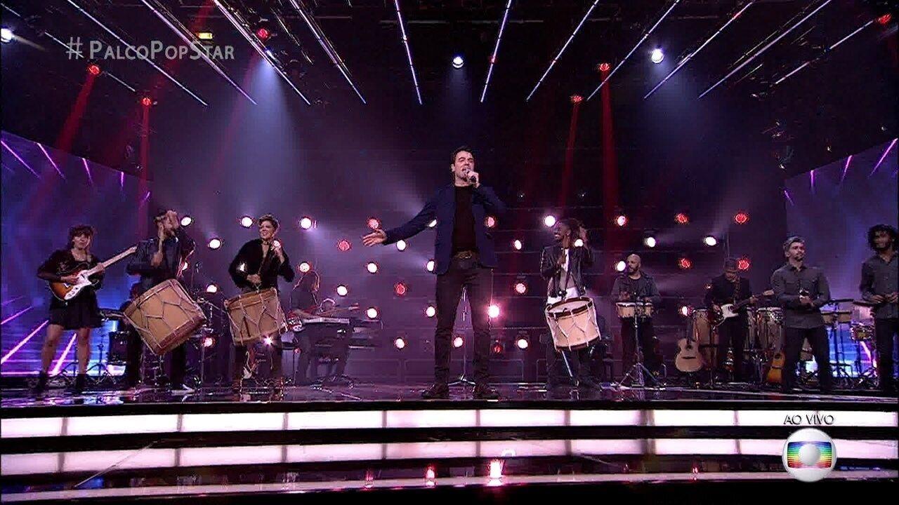 Claudio Lins emociona cantando 'Ponteio'