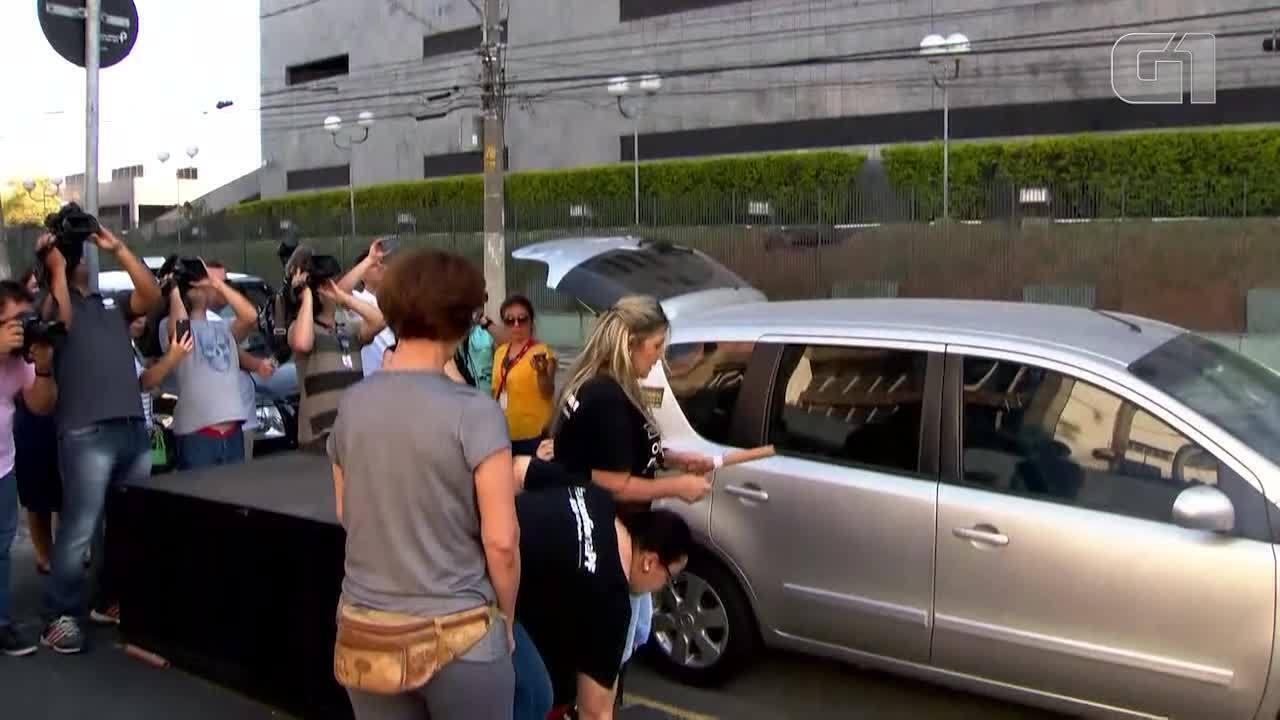 Fogos são soltos em sede da Polícia Federal em SP após prisão de Joesley Batista e Saud