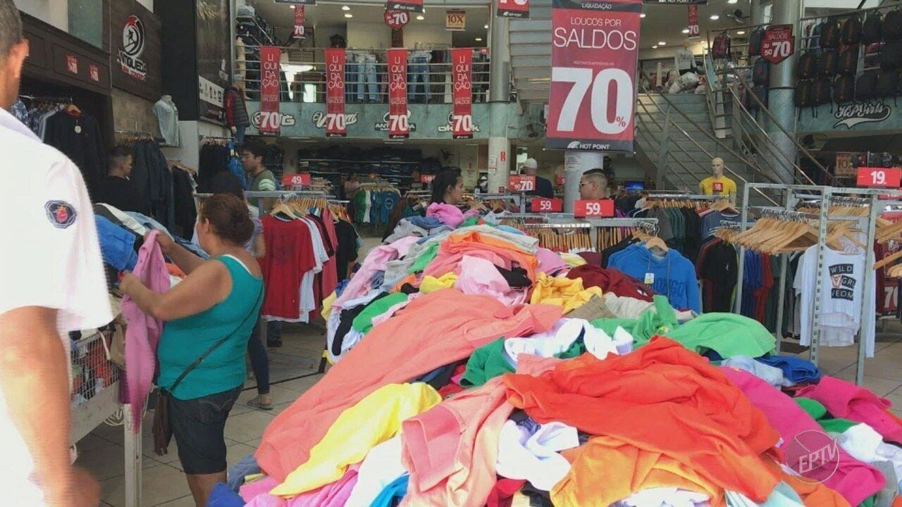d384780215 Polícia Civil apreende roupas em rede de lojas de Campinas por comércio  irregular de marca