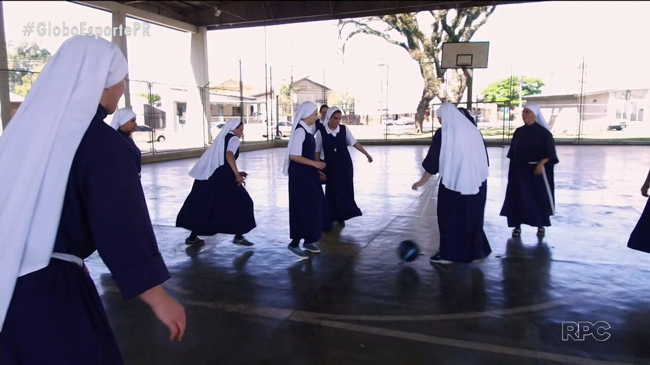 Fé no coração e bola no pé - o lema das irmãs carmelitas de Ponta Grossa