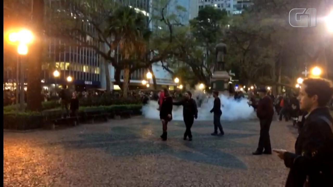 Protesto em frente ao Santander Cultural termina com confronto entre a BM e manifestantes