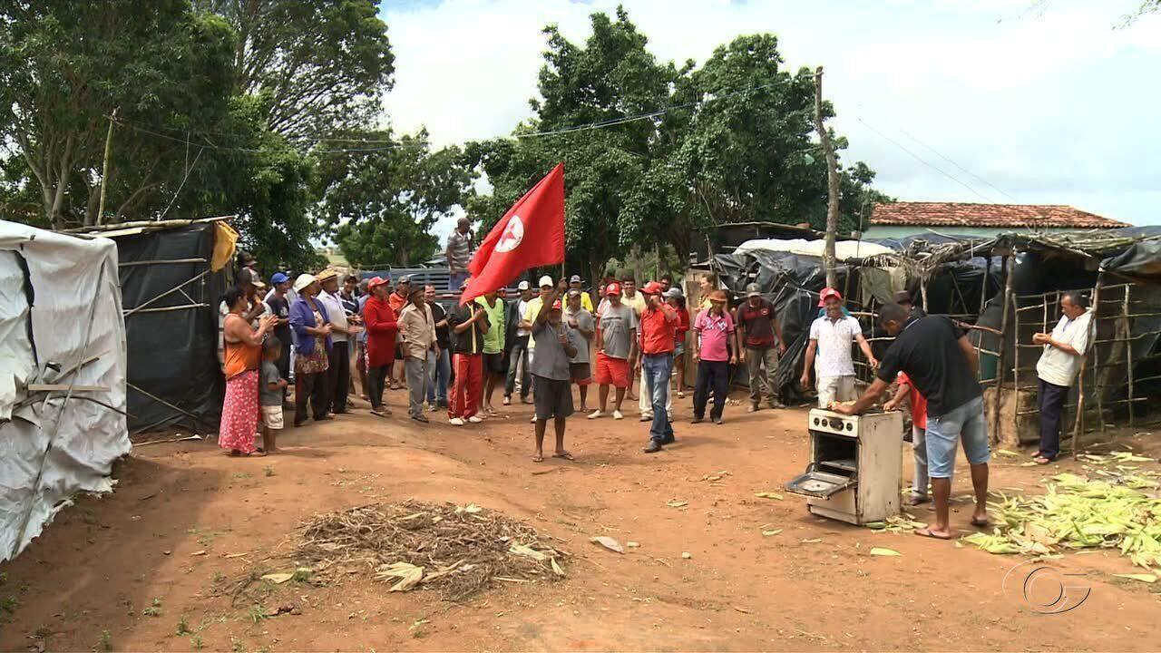 Manifestantes fazem protesto no aeroporto contra a privatização