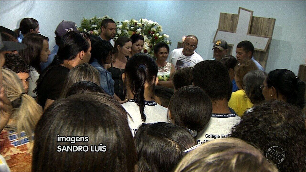Corpo da professora Ivânia Santana Souza foi sepultado nesta quarta-feira em Itabaiana