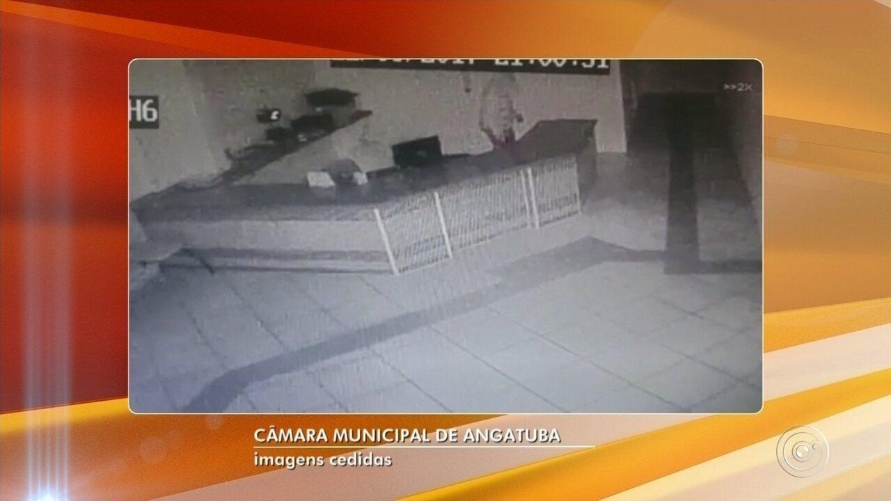 Vídeo registra furto a Câmara Municipal de Angatuba