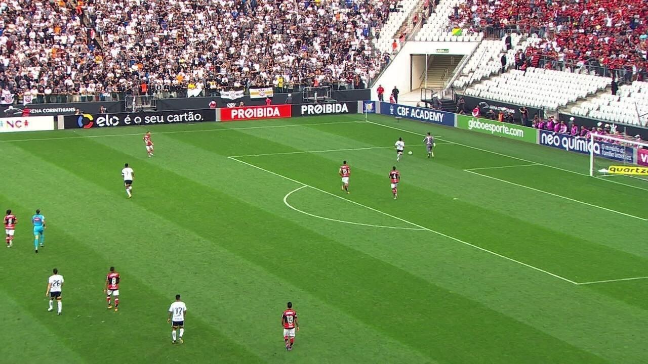 Confira lances em que Diego Alves foi exigido contra o Corinthians