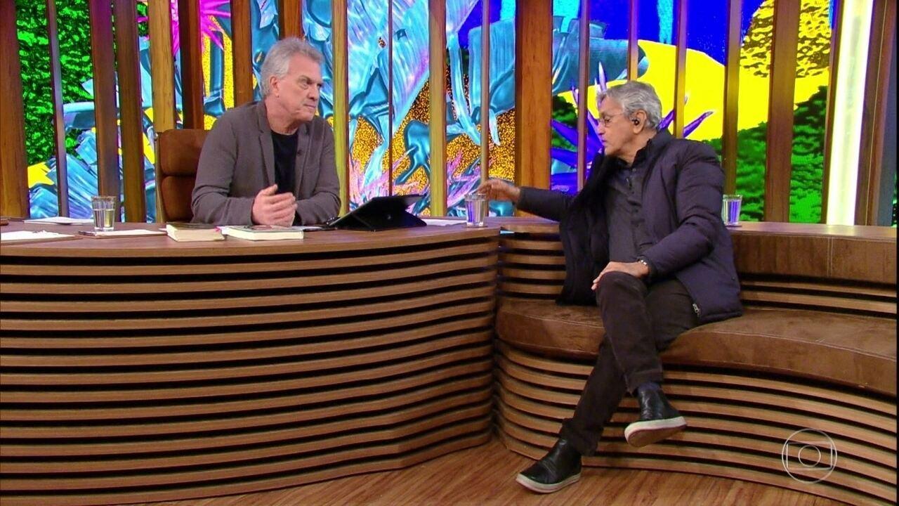 Caetano Veloso comenta relato sobre os dias que passou na prisão