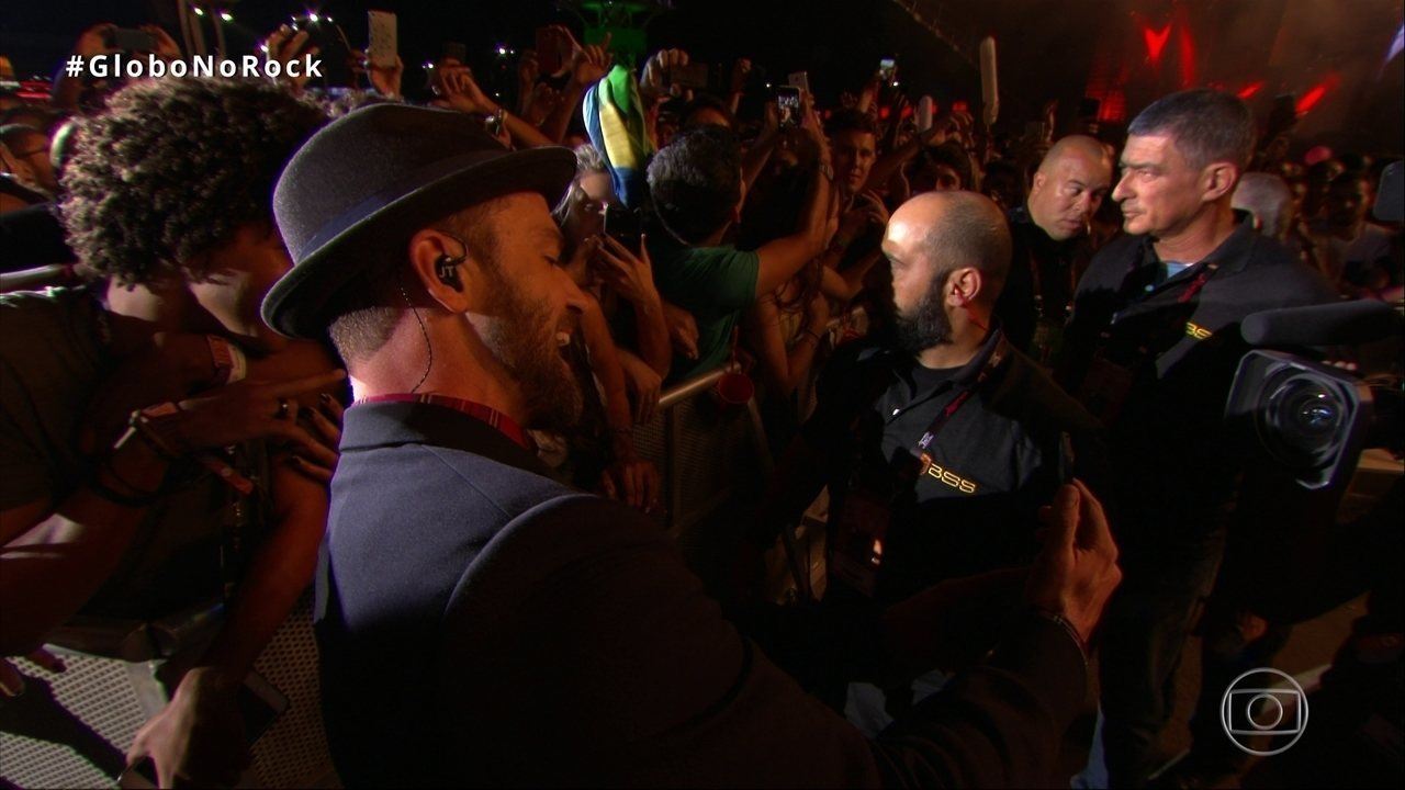 Justin Timberlake tira selfie com fã no Rock in Rio