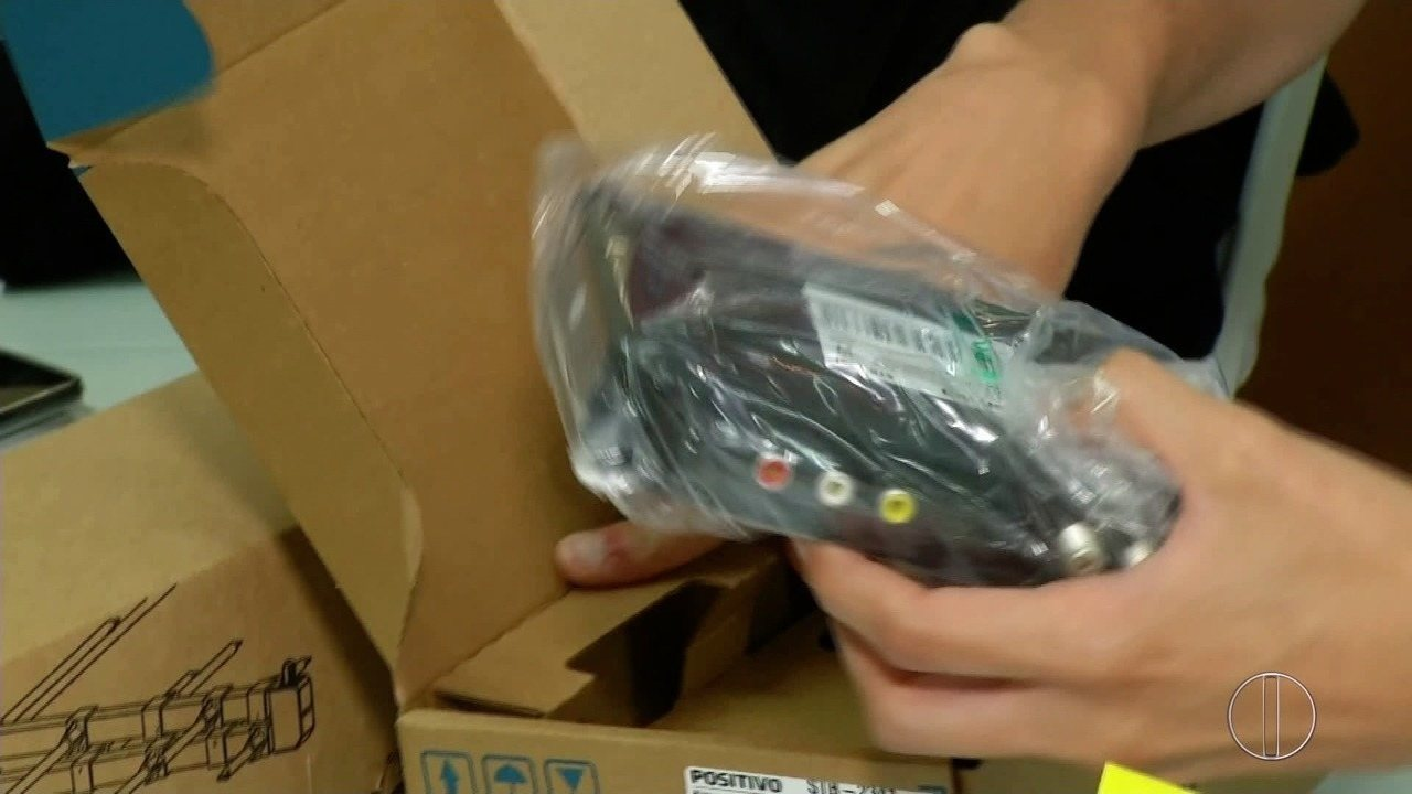 Kits Digitais começam a ser distribuídos em Petrópolis, RJ, nesta segunda-feira (18)