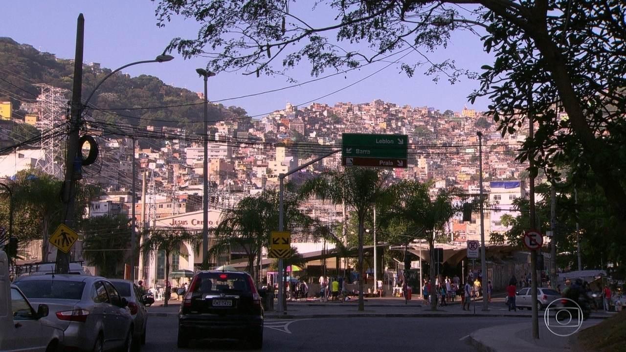 Traficantes da Rocinha revistam moradores em busca de mensagens de texto comprometedoras