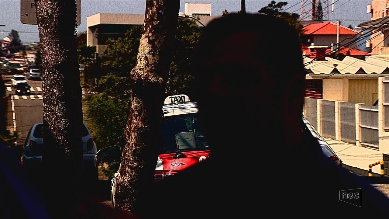 Pais de menino com ferimento na cabeça acusam 3 taxistas de negar corrida em SC