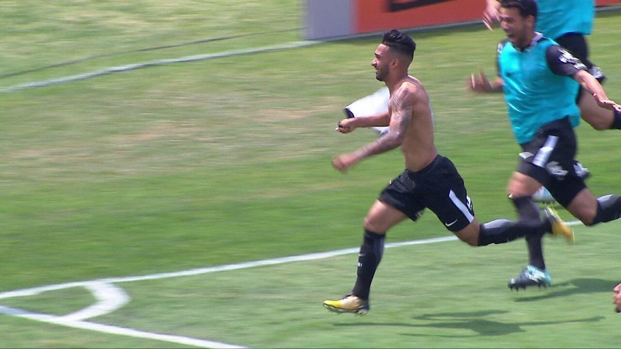 Gol do Corinthians! Rodriguinho faz finta, Sidão dá rebote e Clayson marca, aos 32 do 2º