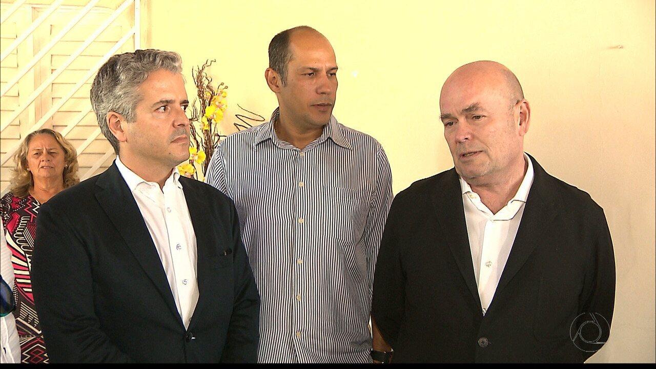 Resultado de imagem para Embaixador e cônsul da Espanha fazem visita de solidariedade a famílias de vítimas de chacina