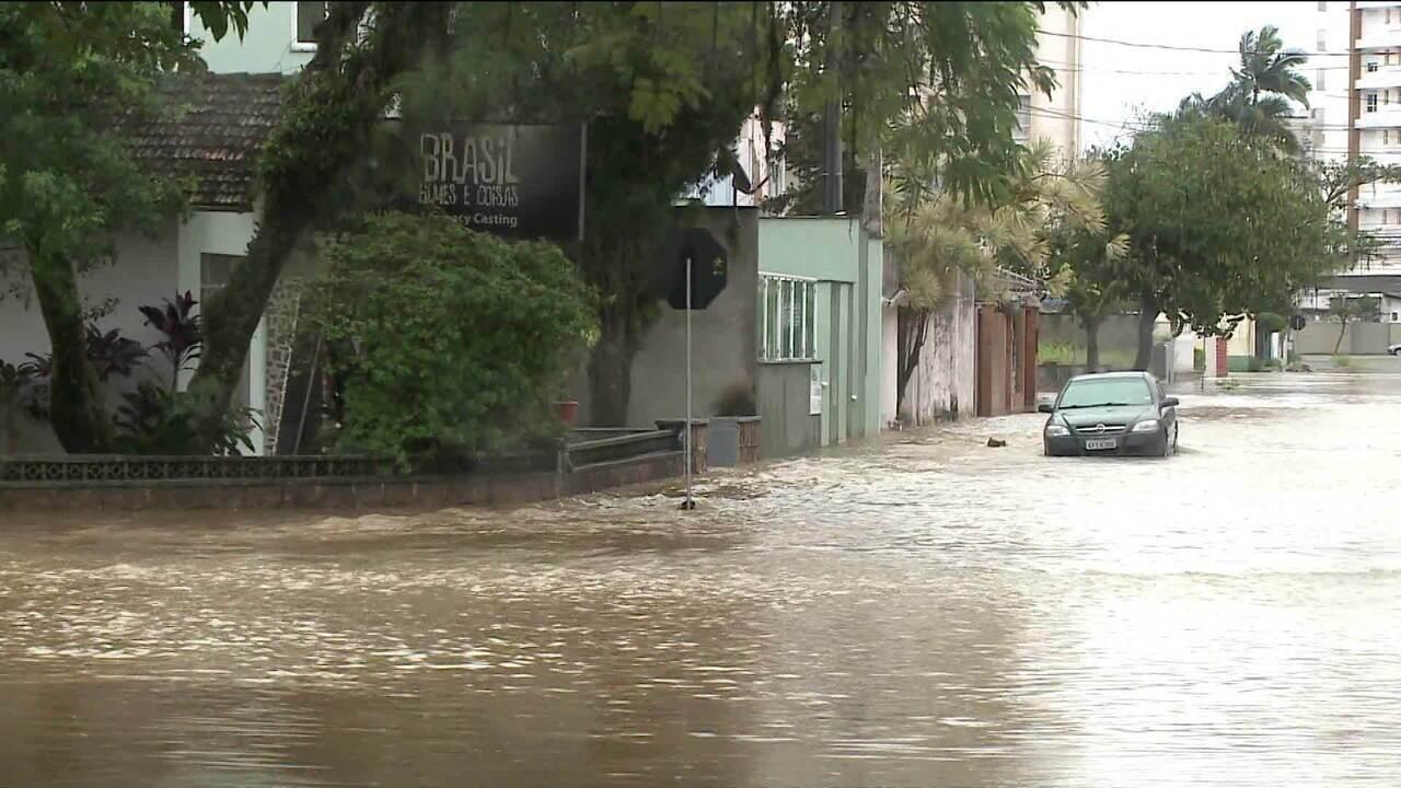 Forte chuva em Santa Catarina causa estragos
