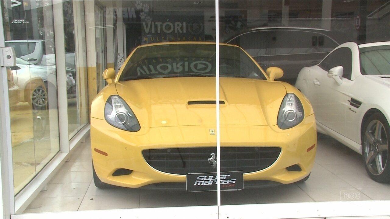 Loja de veículos de Joinville é suspeita de lavagem de dinheiro