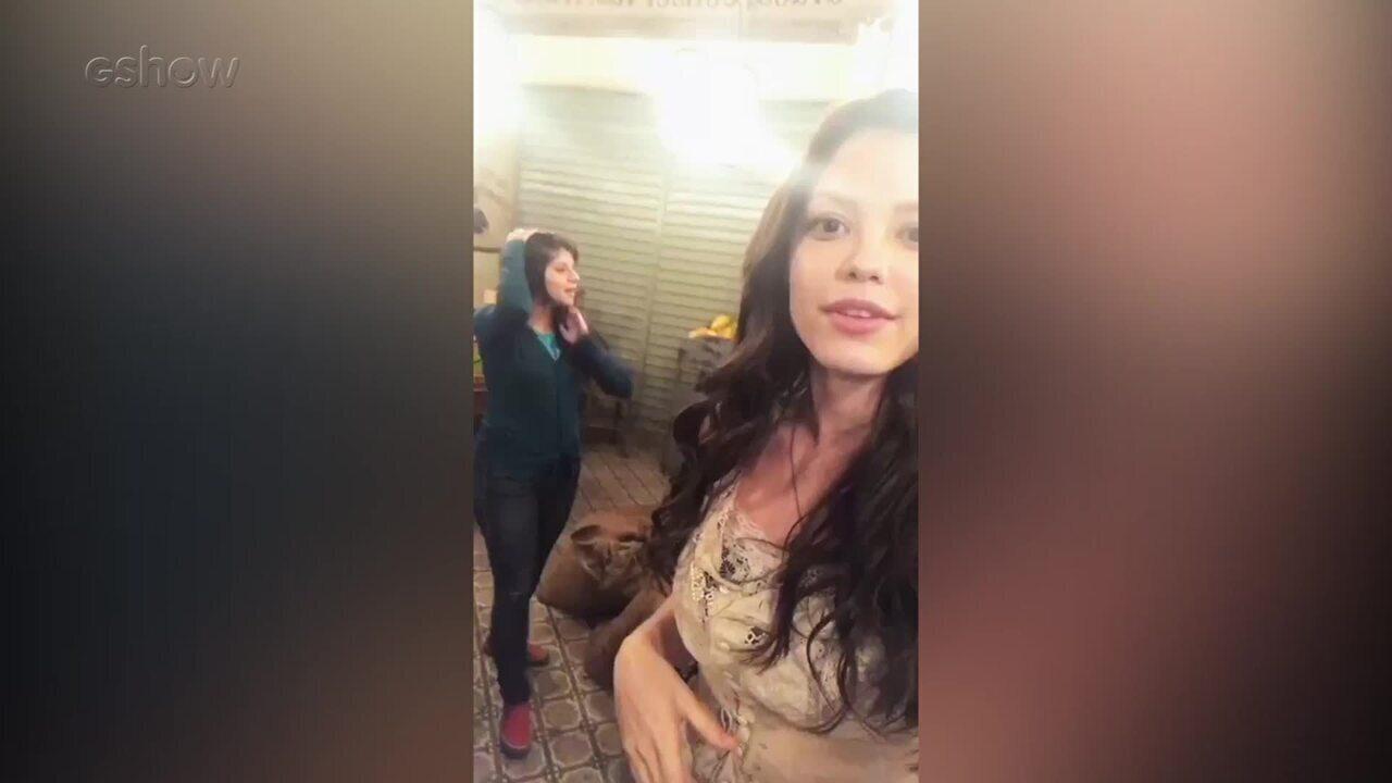 Vitória Strada mostra bastidor de cidade cenográfica de 'Tempo de Amar'